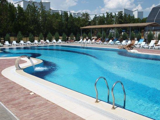 Saki, Ucrania: Летний открытый бассейн