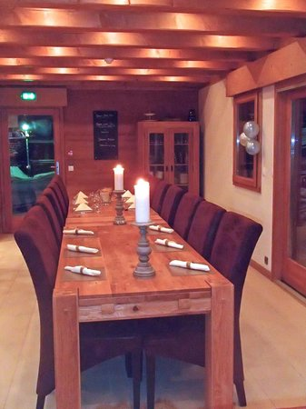 Mountain Spaces - Blue Bird Lodge : Dining table