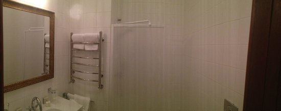 George Hotel: Bathroom