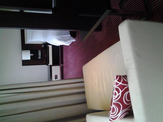 Renaissance Beijing Capital Hotel: Lounge area in room
