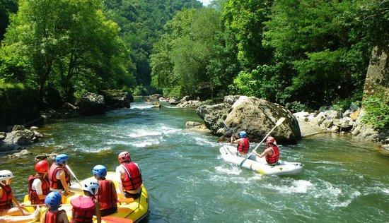 Ur Bizia Rafting : Un aperçu du merveilleux paysage lors de votre descente en eau vive de la vallée de la Nive