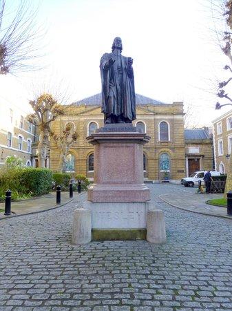 Wesley's Chapel & Museum of Methodism : John Wesley statue