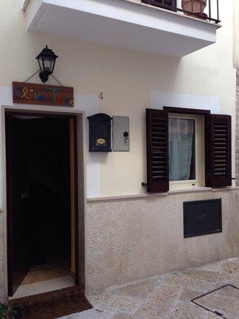 B&B Bella Bari : Entrance to hostel.