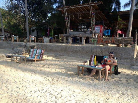 La plage et le bar du by beach resort