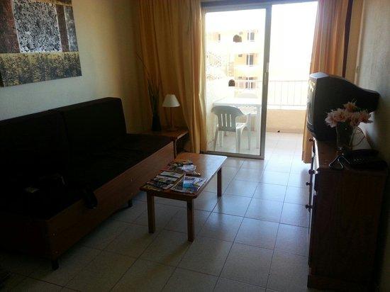 Apartamentos Caribe: Séjour et balcon