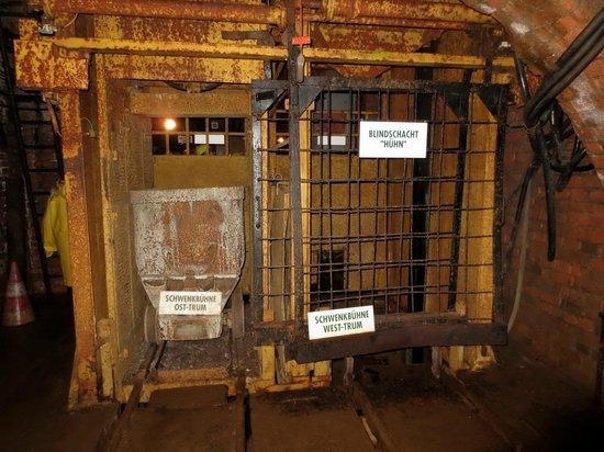 Besucherbergwerk Huhn : Besucherbergwerk lift naar 800 m