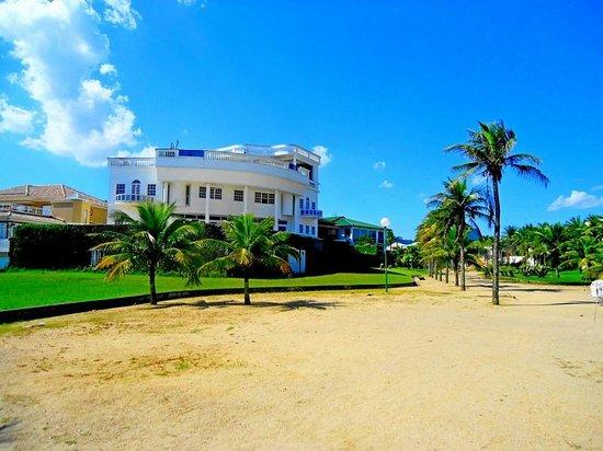 Camboinhas Beach: Residências, impecáveis na orla...