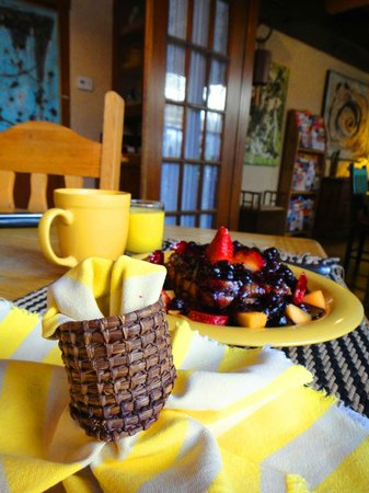 Adobe Abode Bed and Breakfast Inn: Healthy breakfast.