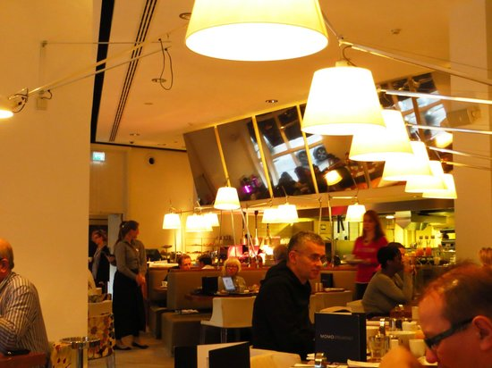 Park Hotel Amsterdam: The Restaurant which gets very crowded in the morning.
