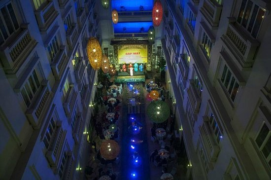 Hotel de l'Opera Hanoi: Atrium being used for office Tet Party