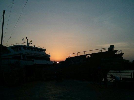My Place @Surat Hotel: Koh Samui pier, 5 min walk from hotel