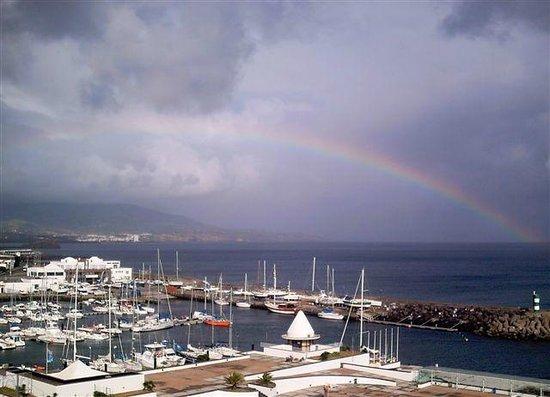 Hotel Marina Atlantico: Blick vom Balkon. Schöner Regenbogen uber dem alten Yachthafen