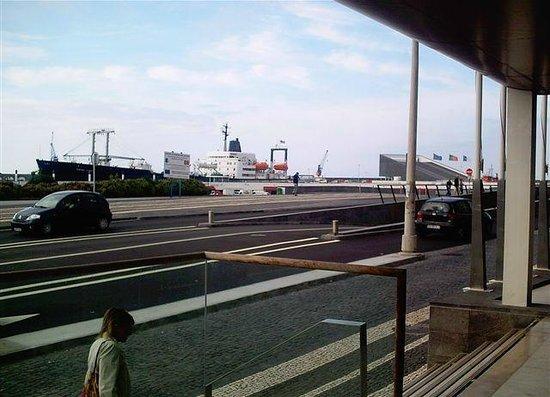 Hotel Marina Atlantico: Blick vom Eingang des Hotels auf den gegenüberliegenden Hafen