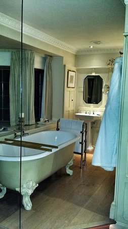 Gidleigh Park Hotel : Bathroom in our room