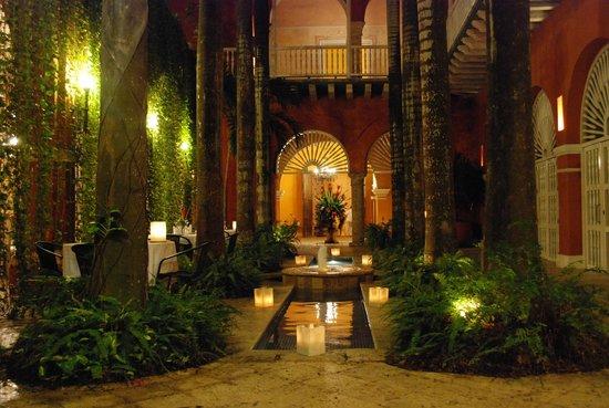 Casa Pestagua Hotel Boutique, Spa: Ingreso y resto desde atras