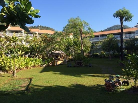 Aonang Villa Resort: jardin