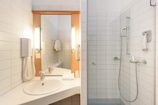 ibis Chur: Bathroom