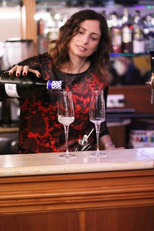 Frascati Vintage : Tania al tavolo dei drink