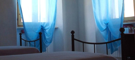 Casale sul Colle : camera matrimoniale