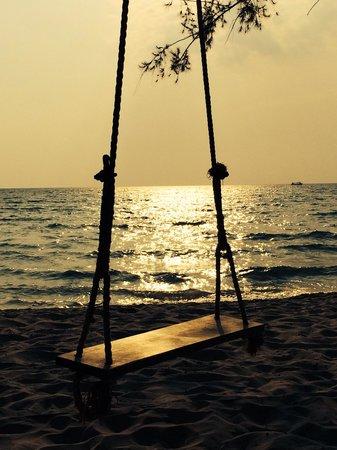 Thaiyang Chhen Hotel: Swing/ sunset at OC beachclub