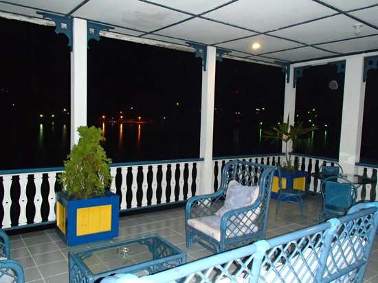 Hotel Casazul: vista desde el balcon abierto pasillos 3 piso