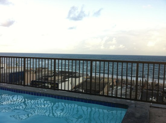 Golden Park Hotel: Vista da piscina