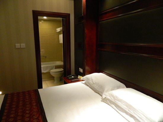 Seventh Heaven Hotel: Bath