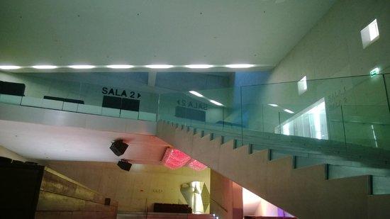 Una rampa di scale per accedere ai piani superiori foto de casa da m sica porto tripadvisor - Costo ascensore interno 3 piani ...