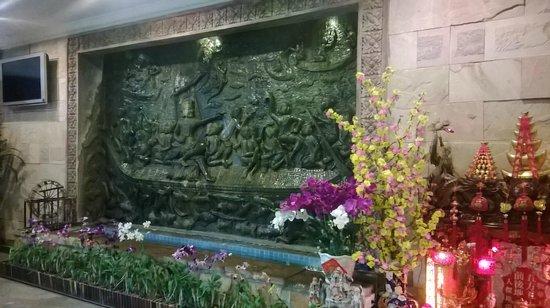 Hotel Somadevi Angkor Resort & Spa: un particolare della hall