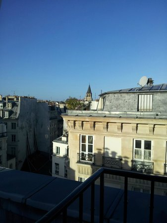 Hotel Le Regent: View from room - eiffel tower is in the distance