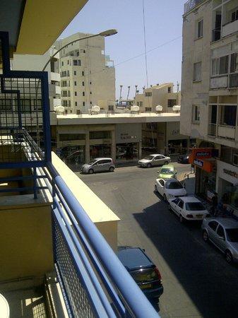 Atrium Zenon Hotel Apartments: Вид с балкона
