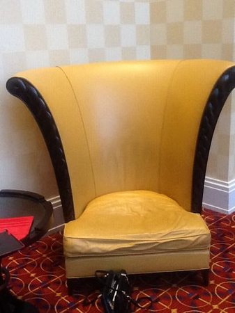Baltimore Marriott Waterfront: weird uncomfortable chairs