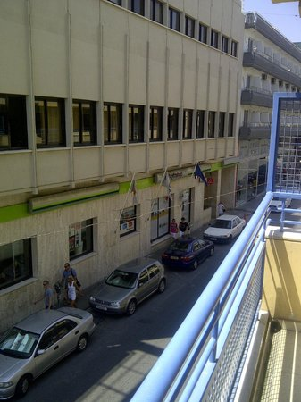 Atrium Zenon Hotel Apartments: Вид из окна