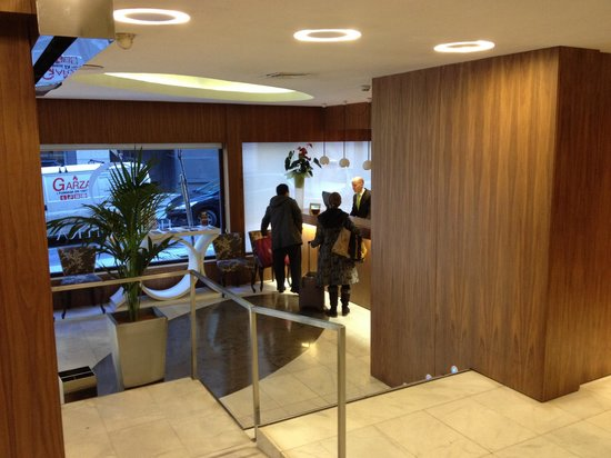 HOTEL OPERA : Reception Area with very helpful staff!