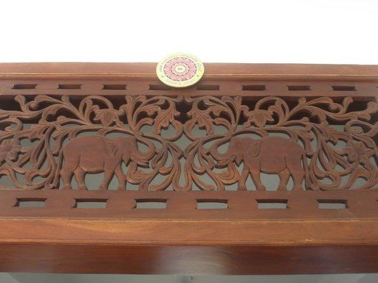 Sobaco Nature Resort : с такими слониками резьба на окнах и дверях номеров