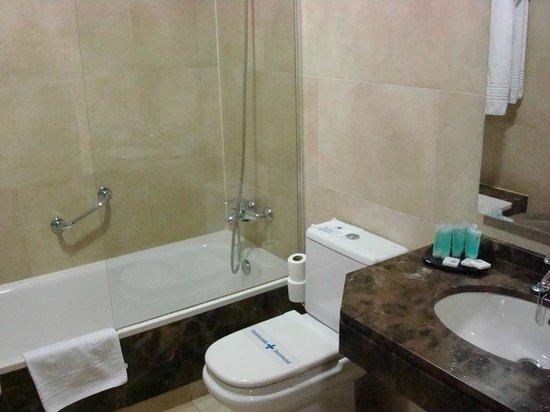 Hotel Sterling: Banheiro