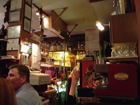 Benito One : Bar, cashing, kitchen entry