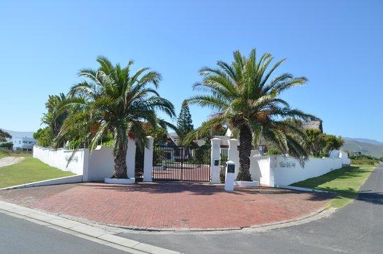 Whale Rock Luxury Lodge : entrance
