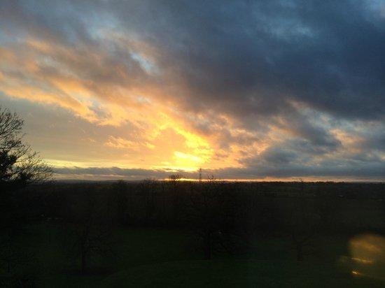 Mercure Bristol North The Grange Hotel: Stunning morning sunrise from Room 507