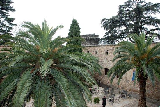 Parador de Jarandilla de la Vera: Vista interior desde la terraza.