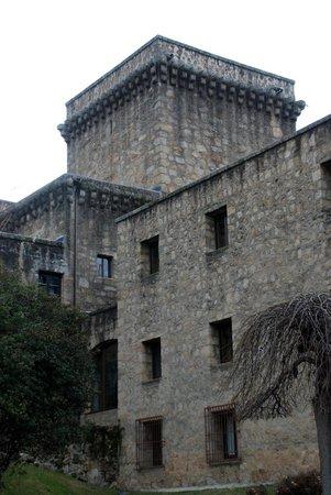 Parador de Jarandilla de la Vera: Vista exterior del hotel.
