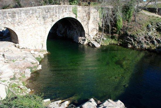 Parador de Jarandilla de la Vera: Garganta y puente.