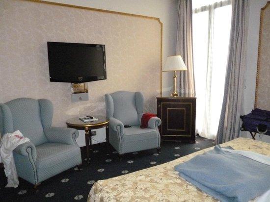 Hotel Roger De Lluria Barcelona: opposite bed area