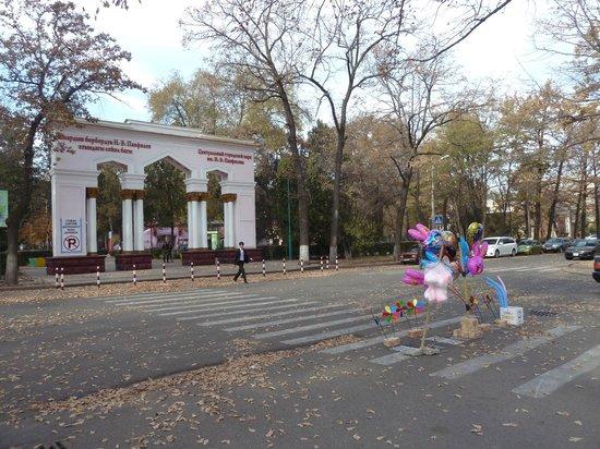Panfilov Park: Entry to the park