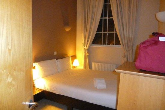 Citadines St Mark's-Islington London : chambre avec lit double (la plus petite des deux)