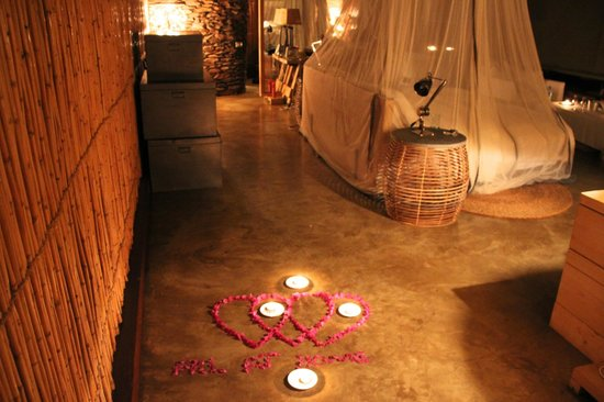 Singita Faru Faru Lodge: They surpirsed us with flower pedals, candles,champagne, and a bubble bath :-)