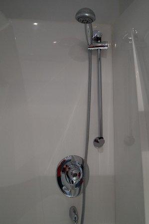 Maranatha House: Shower