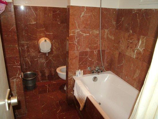 Les Omayades Hotel: Salle de bain