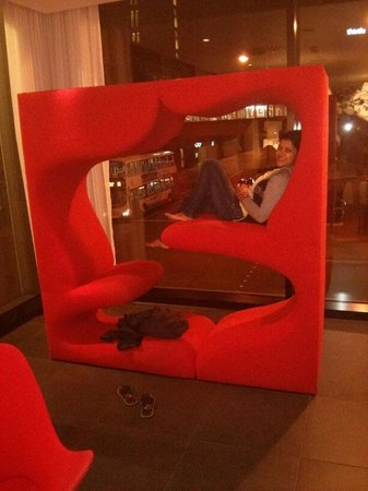citizenM Glasgow: Lovely rest area with modern and crafty furniture