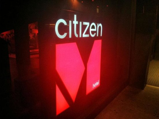citizenM Glasgow: The outside